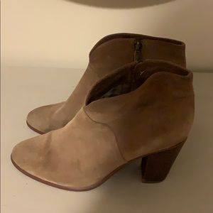 Vince Camuto Suede Notched Ankle Boot Sz 11